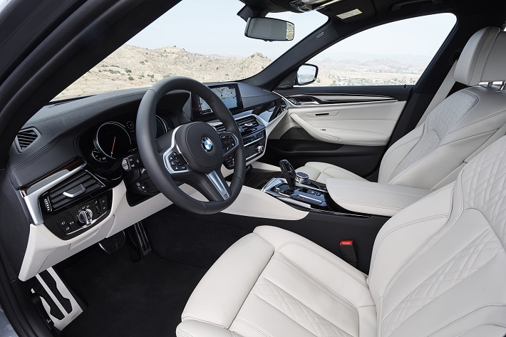 new-bmw-5-g30-series-eblogauto-interior